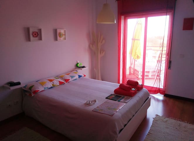 Silenciosa Suite c/ Terraço - White Room - Lejlighed