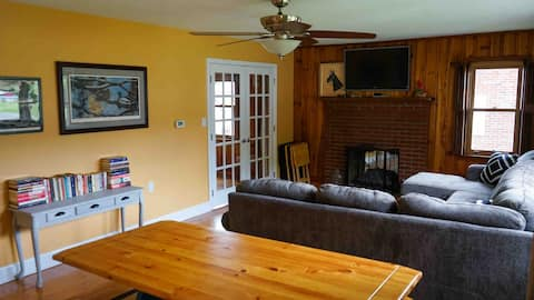 3bd Well Equipped Home by Creeper Trail and AT!