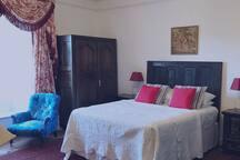 Oak Bedroom with en-suite
