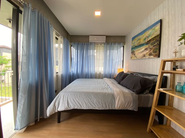 Master's bedroom with balcony. View is of the diamond park and beach / sea can be seen from balcony.