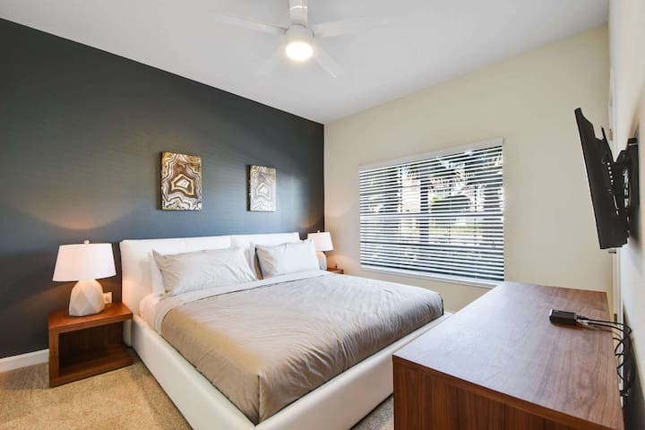 This downstairs peaceful and contemporary oasis is the perfect place for you to relax and recover from a fun-filled day at the nearby theme parks and attractions of Orlando.