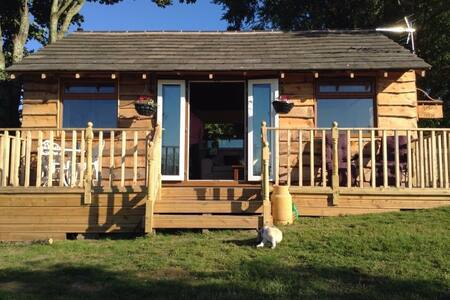 Angies Den - quirky cabin with views & hottub