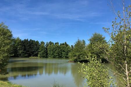 Twin Lakes, Souméras France - spacious caravan