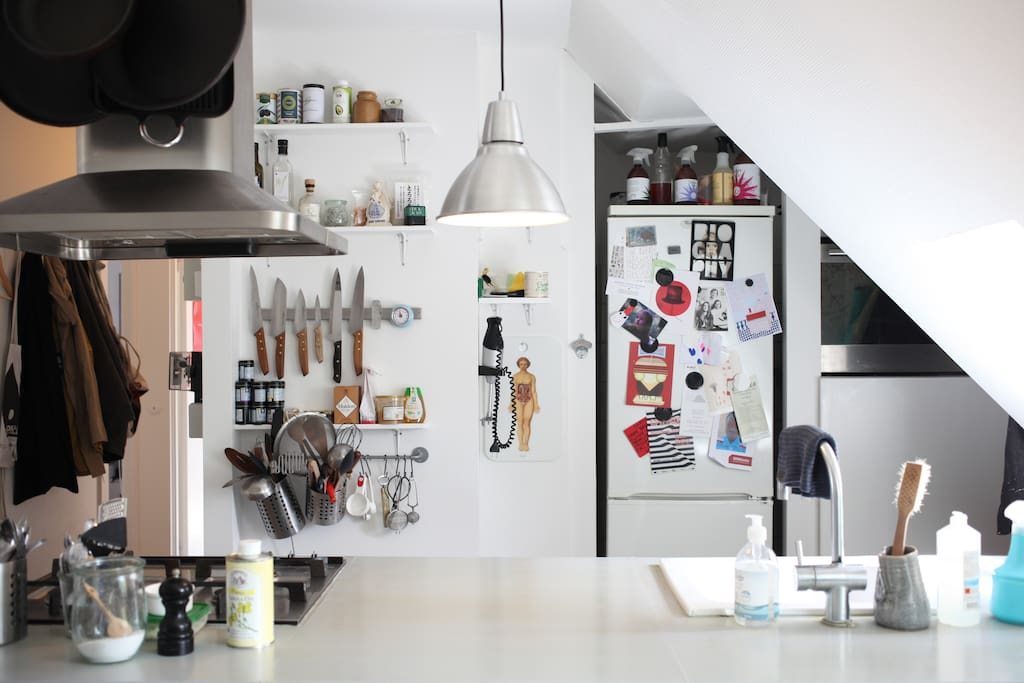 Our kitchen has everything you need, from a slow juicer and blender, via Aeropress and Frenchpress, to wine glasses.