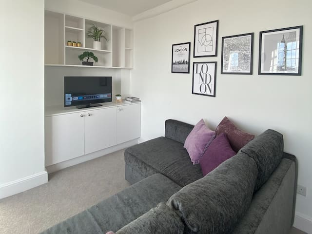 Specious Family apartment in South Kensington