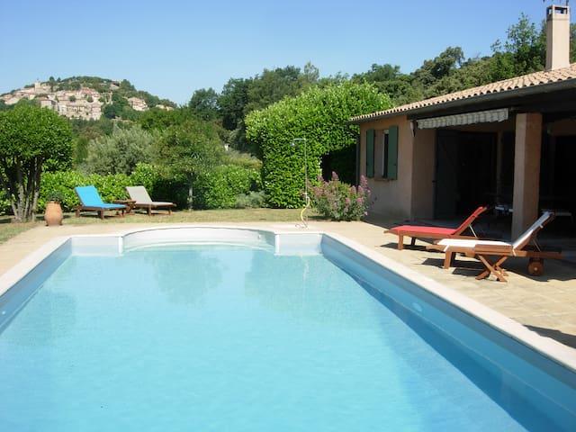 Charmante villa avec grande piscine privée