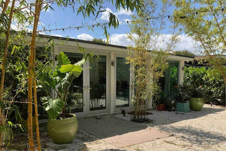 Modern Apartment With A Lush Backyard