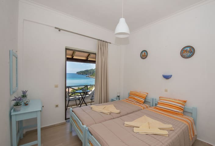 Spiros and Polyxeni Studio 5 Afionas Bedroom