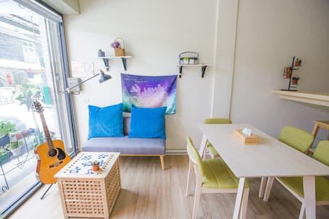 KM hostel-女生四人背包房的一張單人床(上下舖)