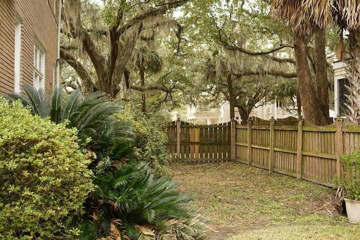 Monthly Rental -Carriage House Convenience