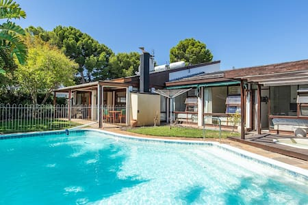 Centrally located 4 bedroom  Southern Suburbs