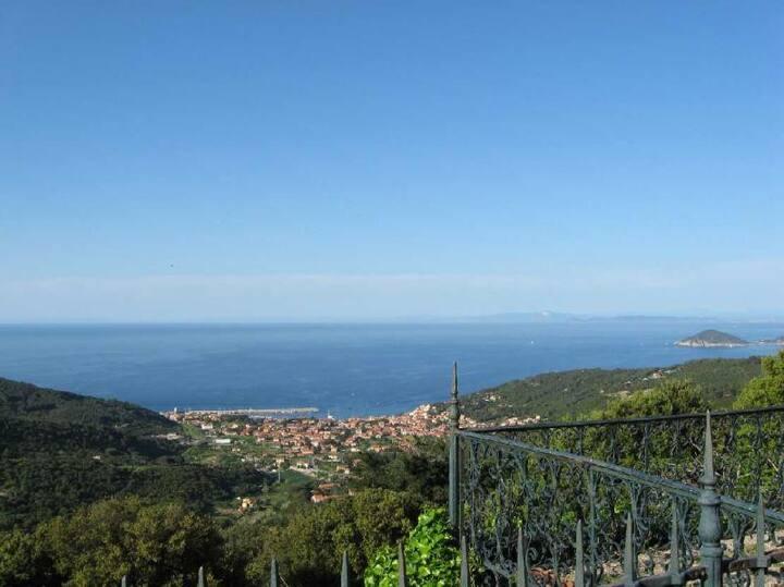 Splendida vista panoramica sulle coste dell'Elba