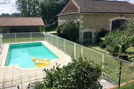 Maison de campagne avec piscine 2 gîtes attenants
