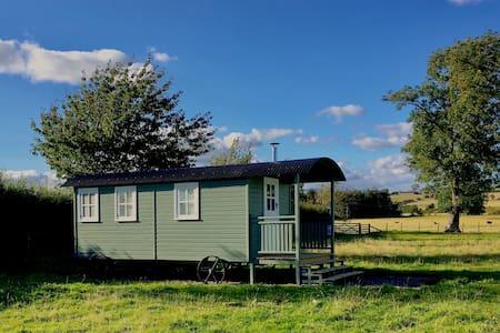 'Leveret', Idyllic, En Suite Shepherd's Hut