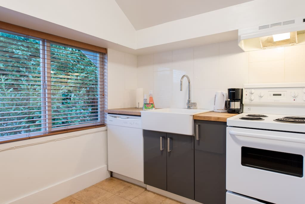 Bright, cheery, fully equipped kitchen