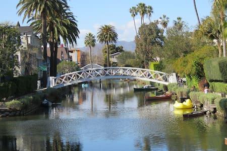 New renov Bungalow+YARD;Canals&Ocean!* PRICE DROP!