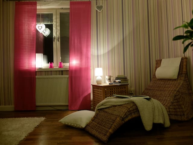 Comfy room in a flat by the water - Motala - Apartament
