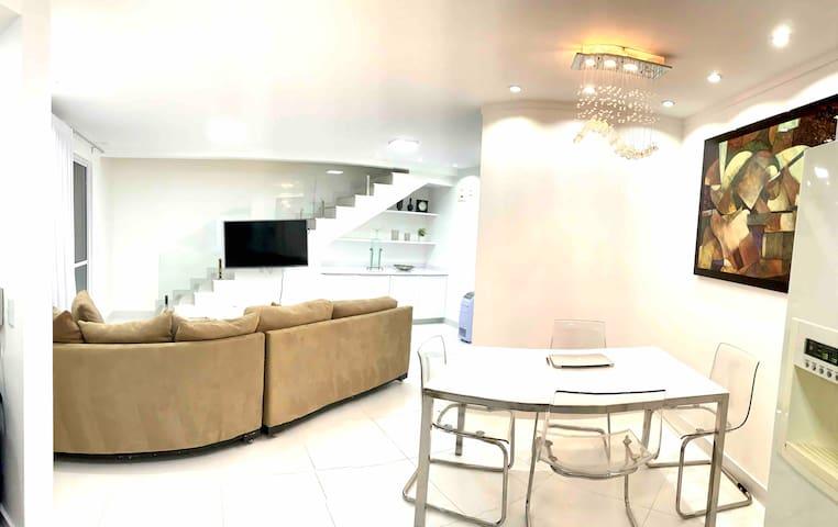 Duplex Deluxe de frente ao Goiania Shopping