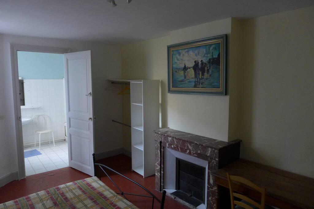 chambre 1 avec accès s/de bains