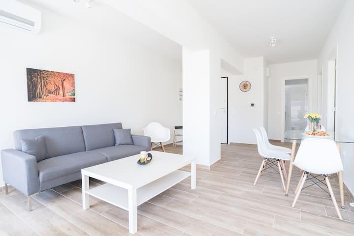 Alimos Brand New Apartment B1- Close to the sea (ALI150)