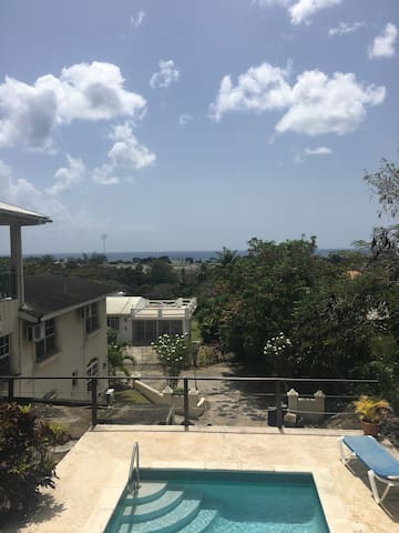 1 bedroom condo w/ pool & wifi - Holetown - Daire