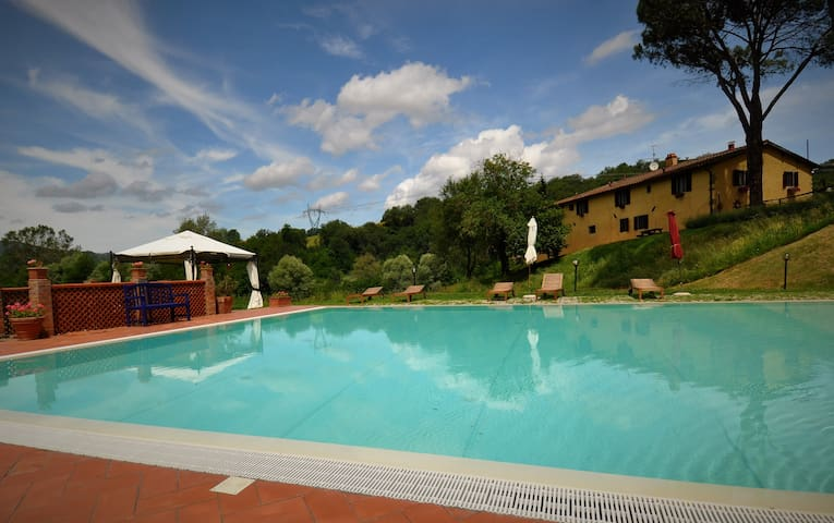 Suite in a farm house near Florence ! - Gaville - Vila
