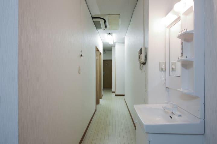 5 minutes Ueno, Akihabara 2min, Asakusa. Room204
