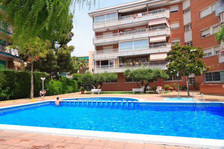 Cozy & Spacious Apartment with Pool · AirCon · UHC BERENGUER