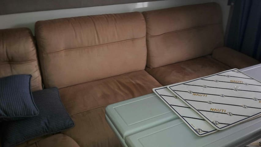 VERY comfortable sofa bed on a cabin cruiser. - Ta' Xbiex