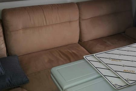 VERY comfortable sofa bed on a cabin cruiser. - Ta' Xbiex - Vaixell