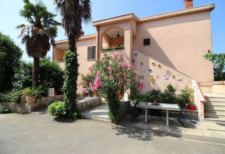 Quiet and simple apartment Keti, in village Mugeba