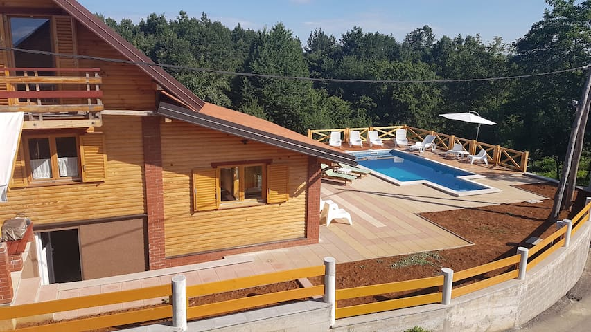 Holiday house Mala vila Rebeka - Gornje Dubrave - Talo