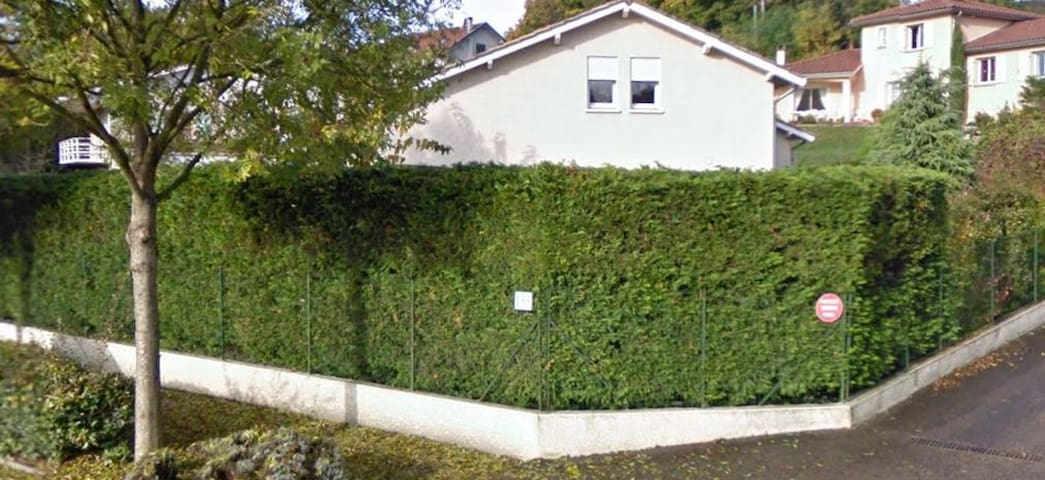 Nice house. 10km from Lyon center - Fontaines-Saint-Martin - 一軒家