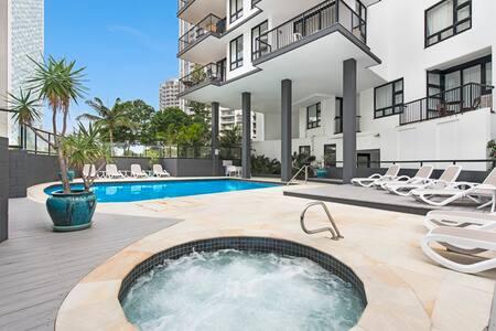 Broadbeach Resort Apartment