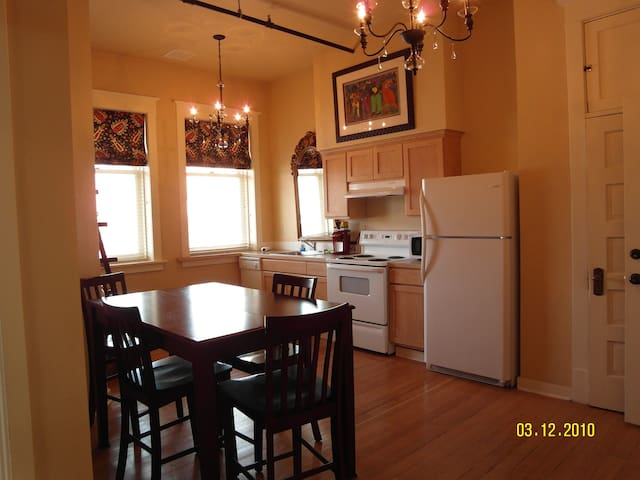 212/      2 Bedroom - Apartment Downtown Yakima