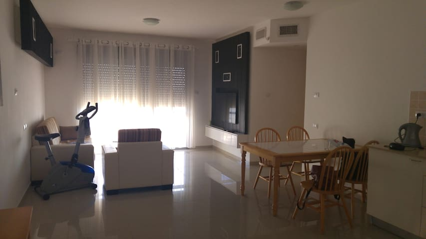 Close to everywhere & option for tour - Hadera - Apartment
