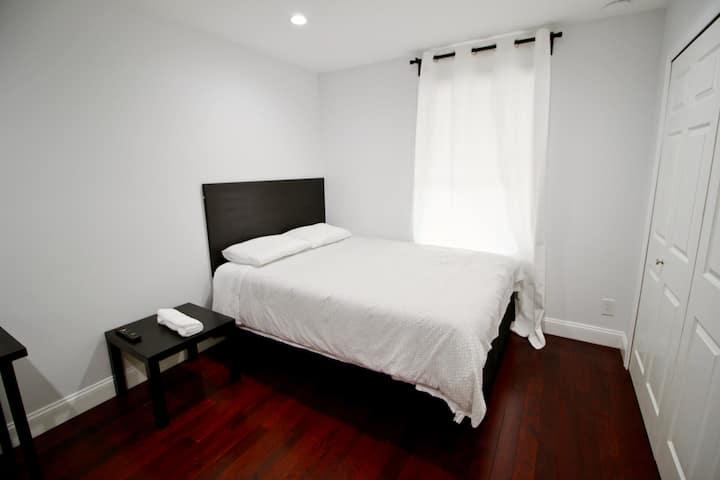 Room C: Cozy/Modern Private Bedroom near DCA