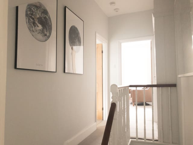 Comfortable convenient newly renovated Peckham apt