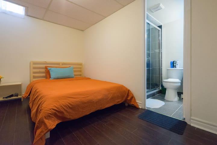 .Private Room & Private Bathroom, 24hr Bus Stop - Markham