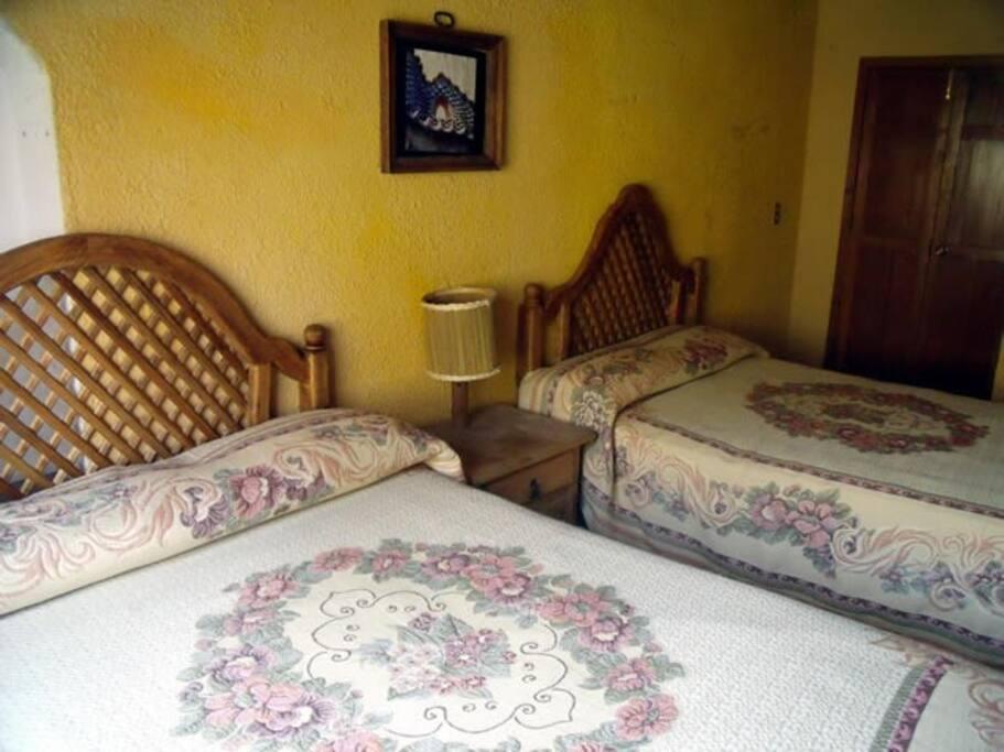 """Habitación """"Colonial"""" ideal para una familia de 4 hasta 7 integrantes"""