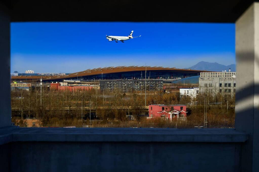 距离T3航站楼只有2.3公里。我们负责免费接送机服务。