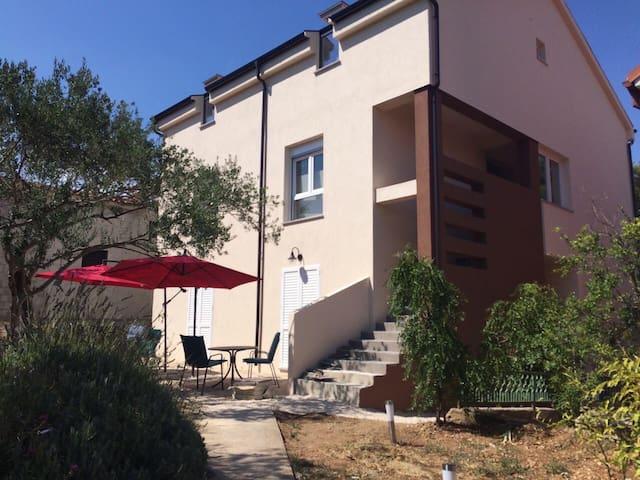 Murter, Cosy Apartment Cvita with parking