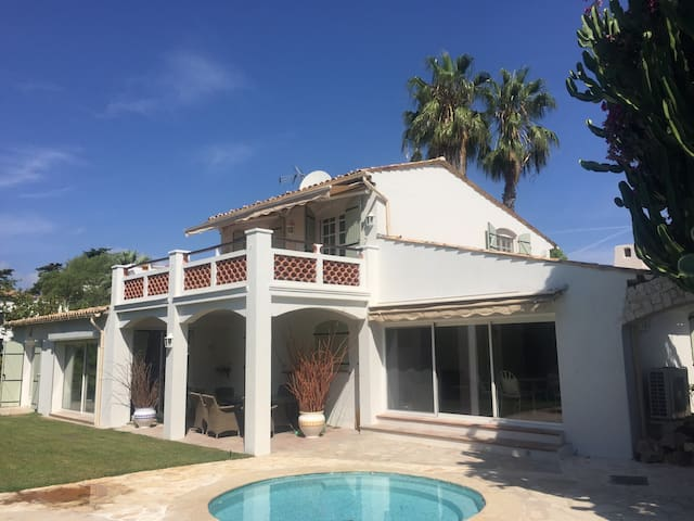 Beautiful 5 bedroom Villa with pool - Antiby