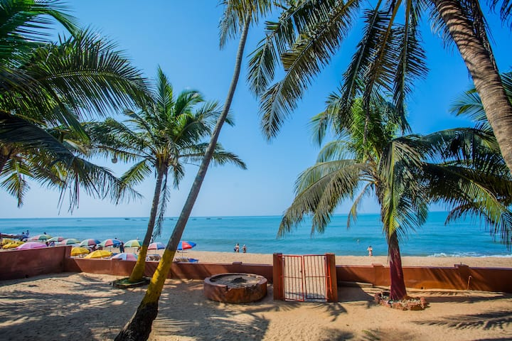 Premium homestay by Anjuna beach near Curlies