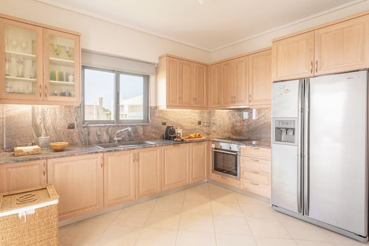 As big as it gets! You will enjoy cooking dinner or preparing breakfast for the family at this spacious kitchen equipped with stainless steel appliances. And after you are done, the dishwasher will do all the hard work for you!