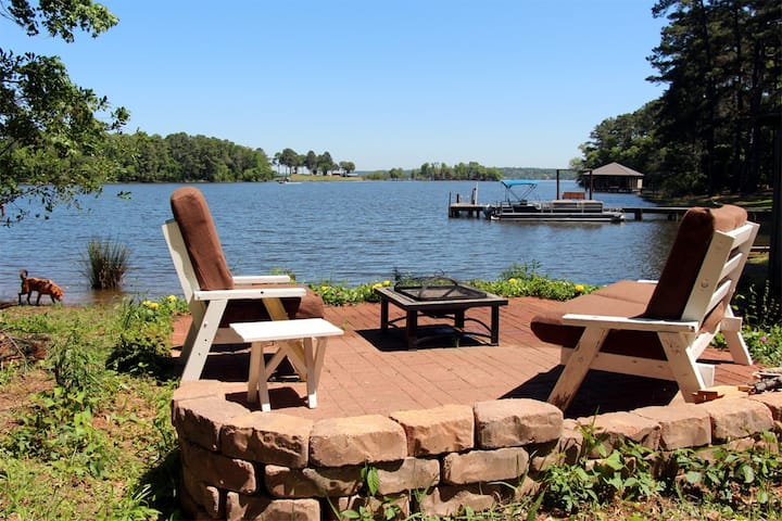 Frankston Home w/Deck & Fishing on Lake Palestine!