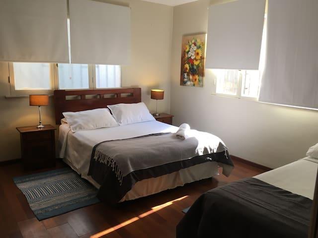Habitación matrimonial+ cama single en Providencia