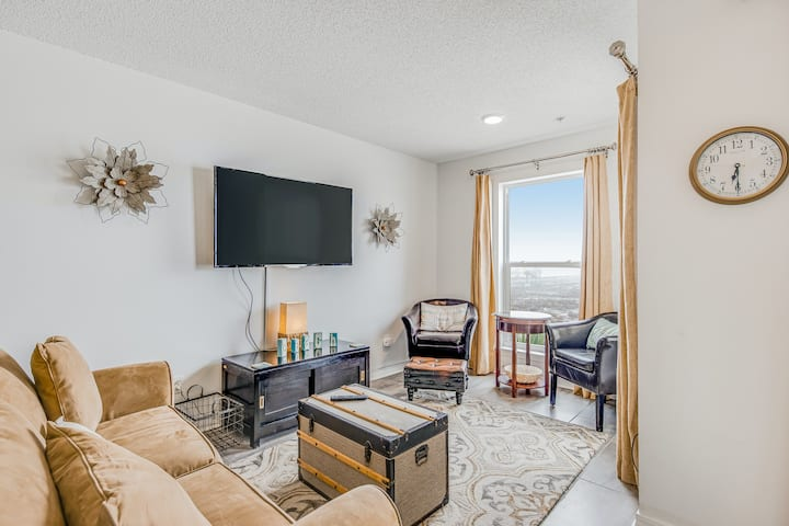 Recently Updated Condo w/ Steps To The Beach, Short Drive To Dining
