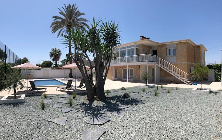 Villa con Jardín y piscina privada en zona Playa.