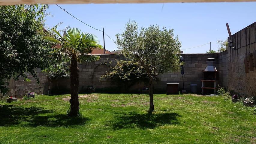 Casa Rural Villa de Ambel, alquiler integro 300m2